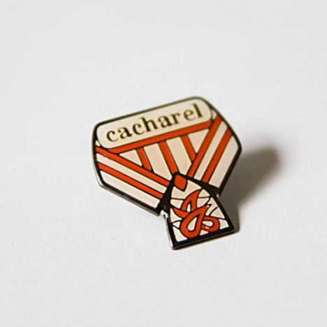 Pin's Cacharel vintage années 70/80
