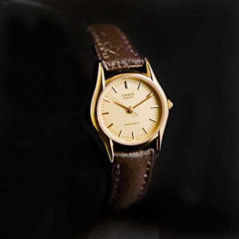 http://www.boutique-vintage.com/191-499-large/casio-ltp-1094q-9ardf-montre-casio-vintage-femme-bracelet-cuir-marron-cadran-champagne-style-mamie-des-annees-80.jpg