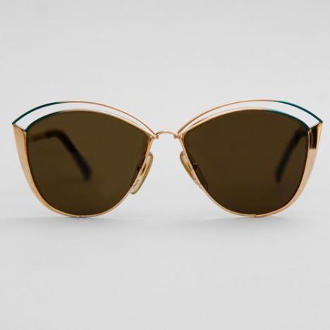 8247d8e50907d Lunettes de soleil Christian Dior vintage pour femme forme papillon dorée  années ...