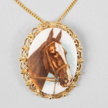 Collier vintage cheval marron long années 70