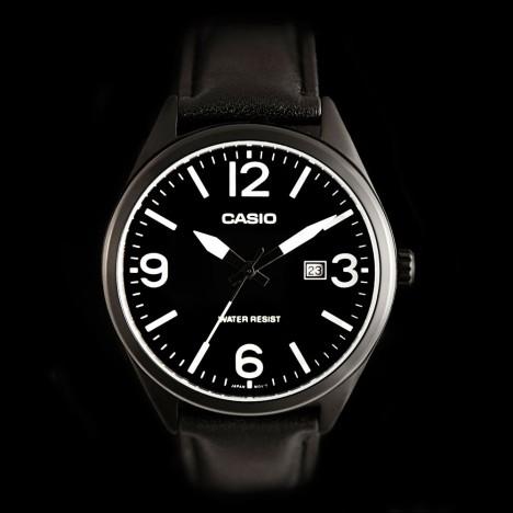 montre noir casio